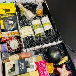 Hamper Goals... We created some epic festive hampers for clients this year! These huge postal hampers using @boxmarttps included some amazing British produce. Each box was personalised with a bespoke thank you message and included red, white and sparkling wine from @threechoirsvineyard English vineyard, we include sugar crystal sticks got the fizz abs mulled wine spices for the red. Two varieties of cheese, a @godminster star and a Lancashire Black Bomber direct from JJSandham diary farm, we included our favourite artisan charcuterie selection from @chilterncharcuterie and a port and garlic whole salami. Two varieties of crackers one from @petersyard , @seriouspigofficial nuts, cheese bites and pickles and olive from @ollys.ollys . We also included our favourite pate from @comtesse_du_barry , chilli chutney and chocolates from @lindtuk #grazingtables #grazingtable #grazingtablesandcheeseboards #grazing #grazingplatter #grazingboard #grazingbox #solihullbusiness #solihull #solihullfood #solihullfoodie #birminghambusiness #birminghamfood #birminghamfoodie #foodtrends #spreadsandbreads #foodporn #platters #partyfood #eventcatering #foodevents #foodgifts #spreadsandbreadssolihull #weddingcatering #weddingcaterer #partycatering #partycaterer @solihullcouncil @solihullforsuccess