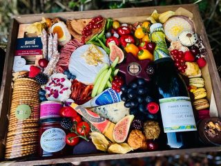 "Getting ""SOCIAL"" with a mashup of sweet, savoury and fizz! Our personalised ""SOCIAL"" Wooden Grazing tray, with a bottle of fizz from @threechoirsvineyard English vineyard. Today's graze includes a selection of our favourite cheese and savoury produce with fresh fruits and vegetables. And what better way to finish your graze with some sweet treats! @threechoirsvineyard @petersyard @comtesse_du_barry @godminster @jarlsberg_ @cornish.yarg #grazingtables #grazingtable #grazingtablesandcheeseboards #grazing #grazingplatter #grazingboard #grazingbox #solihullbusiness #solihull #solihullfood #solihullfoodie #birminghambusiness #birminghamfood #birminghamfoodie #foodtrends #spreadsandbreads #foodporn #platters #partyfood #eventcatering #foodevents #foodgifts #spreadsandbreadssolihull"