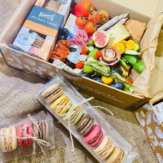 All you need is cheese and macrons...  You can now add macrons to any savoury grazing box, choose a trio or box of seven!   ADD-ON +++  NEOPOLITAN MAC three macrons £4  LES MACRONS seven macarons £7  #grazingtables #grazingtable #grazingtablesandcheeseboards #grazing #grazingplatter #grazingboard #grazingbox #solihullbusiness #solihull #solihullfood #solihullfoodie #birminghambusiness #birminghamfood #birminghamfoodie #foodtrends #spreadsandbreads #foodporn #platters #partyfood #eventcatering #foodevents #foodgifts  #spreadsandbreadssolihull  #weddingcatering #weddingcaterer #partycatering #partycaterer @solihullcouncil @solihullforsuccess