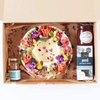 R&BRIE   Our whole topped brie wreath feeds 5-8 people and is priced at £50. It includes a box of @petersyard crackers, jar of chutney @tiptreephotos, mini jar of @matersandco English honey with drizzle stick and a can of @comtesse_du_barry pate   Topped with seasonal produce and can be made for vegetarian guested too - just add the dietary requirements in the section of the booking form online 🍓🍇🥒  #grazingtables #grazingtable #grazingtablesandcheeseboards #grazing #grazingplatter #grazingboard #grazingbox #solihullbusiness #solihull #solihullfood #solihullfoodie #birminghambusiness #birminghamfood #birminghamfoodie #foodtrends #spreadsandbreads #foodporn #platters #partyfood #eventcatering #foodevents #foodgifts #hinch1909   #spreadsandbreadssolihull  #weddingcatering #weddingcaterer #partycatering #partycaterer @solihullcouncil @solihullforsuccess