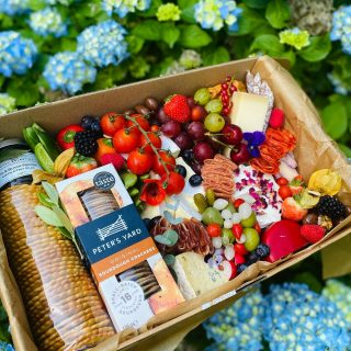 Let's graze on this INCROWD in this beautiful sunshine ☀️   The INCROWD Savoury feeds 4-7 people and is priced at £60. Today's graze included a @belberry fig and black pepper chutney, @petersyard sourdough crackers, a selection of cheese including Brie, Stilton, Goats Cheese with edible petals, Comte, Chilli Cheddar Wax Truckle and Port Cheddar. There is half a large pork pie, charcuterie meats selection, fresh fruits and vegetables, nuts, chocolate bark, olives and pickles @driverspickles, chocolate almonds and raisins and edible flowers 🥒🧀🍇🍅  #grazingtables #grazingtable #grazingtablesandcheeseboards #grazing #grazingplatter #grazingboard #grazingbox #solihullbusiness #solihull #solihullfood #solihullfoodie #birminghambusiness #birminghamfood #birminghamfoodie #foodtrends #spreadsandbreads #foodporn #platters #partyfood #eventcatering #foodevents #foodgifts  #spreadsandbreadssolihull  #weddingcatering #weddingcaterer #partycatering #partycaterer @solihullcouncil @solihullforsuccess