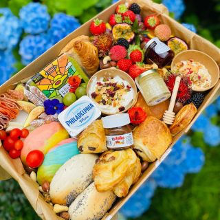 Birthday brunching 🌈🥯🍇🍓🥐🥞🥑🍯  BRUNCH SQUAD, we recommend this size graze feeds 3-6 people and is priced at £50  They typically include freshly baked mini pastries, fresh fruits, greek yogurt with granola, overnight oats, stack of pancakes, waffles, freshly baked rainbow bagels, smashed avocado, cream cheese, Nutella, cheese and charcuterie meat selection, English honey with drizzle stick, coconut macroons, brownies, baklava and other hidden treats!  #grazingtables #grazingtable #grazingtablesandcheeseboards #grazing #grazingplatter #grazingboard #grazingbox #solihullbusiness #solihull #solihullfood #solihullfoodie #birminghambusiness #birminghamfood #birminghamfoodie #foodtrends #spreadsandbreads #foodporn #platters #partyfood #eventcatering #foodevents #foodgifts  #spreadsandbreadssolihull #brunch #brunchgraze #brunchgrazing