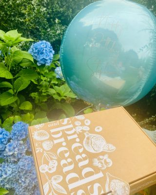 Beaut Blue Balloon 💙  We love adding orbz to our grazing boxes, they make such a special doorstep delivery! We don't take photos of them very often as we always get our reflections in them, must be a special set of skills to photographing foil balloons 🤪  Orbz are £18 each and we personalised with any text!   Today's delivery was a WEE BRUNCH feeds 2 people and is priced at £25  #grazingtables #grazingtable #grazingtablesandcheeseboards #grazing #grazingplatter #grazingboard #grazingbox #solihullbusiness #solihull #solihullfood #solihullfoodie #birminghambusiness #birminghamfood #birminghamfoodie #foodtrends #spreadsandbreads #foodporn #platters #partyfood #eventcatering #foodevents #foodgifts  #spreadsandbreadssolihull  #weddingcatering #weddingcaterer #partycatering #partycaterer @solihullcouncil @solihullforsuccess
