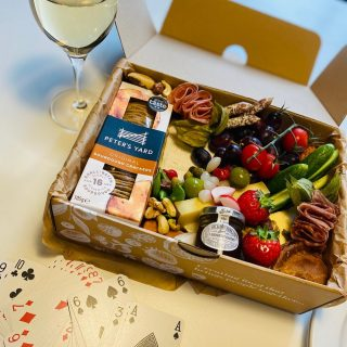 Holiday cheese 🧀🍇🍒  Going away for the weekend!?! Why not book a graze box to take with you, perfect for picnics, on the beach, cosy night in by the fire with a game of cards with your family and friends!  Our Grazing ECO Boxes are perfect for almost any intimate gathering, gift, celebration or holiday – Mother's Day, Father's Day, Christmas, Valentines Day or Easter. Take them on picnics, to open air cinemas, race days, hen parties or even business meetings where you don't want the hassle of washing-up. Once demolished you can just recycle or compost our UK made ECO BOX and containers!  Our Grazing ECO Boxes come in lots of sizes and options but pictured here is our THREESOME Savoury feeds 2-3 people and is priced at £30, as nibbles it will definitely feed more!   #grazingtables #grazingtable #grazingtablesandcheeseboards #grazing #grazingplatter #grazingboard #grazingbox #solihullbusiness #solihull #solihullfood #solihullfoodie #birminghambusiness #birminghamfood #birminghamfoodie #foodtrends #spreadsandbreads #foodporn #platters #partyfood #eventcatering #foodevents #foodgifts  #spreadsandbreadssolihull  #weddingcatering #weddingcaterer #partycatering #partycaterer @solihullcouncil @solihullforsuccess